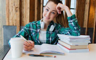 Zakaj je pomembno, da tudi odrasli razvijamo spretnost pisanja?