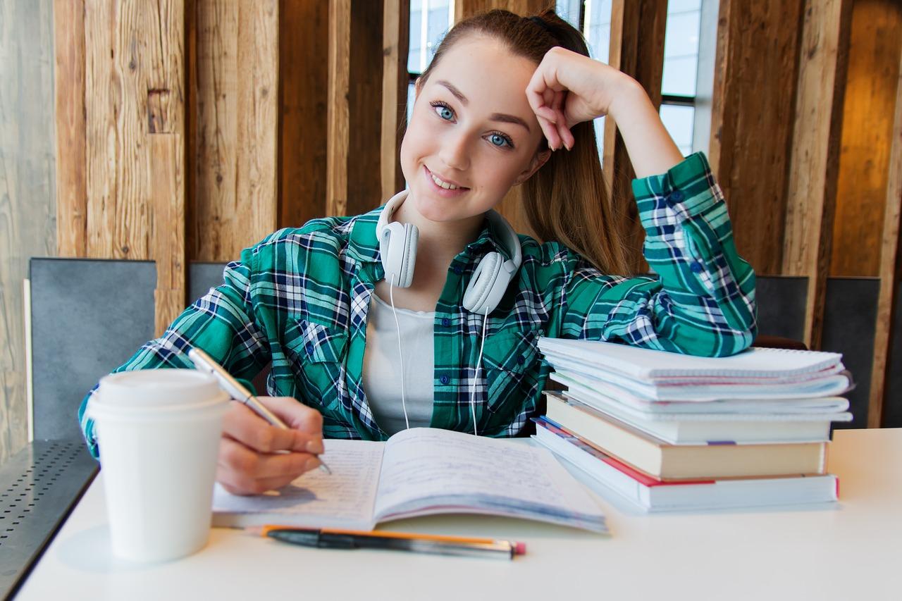 dekle ki piše