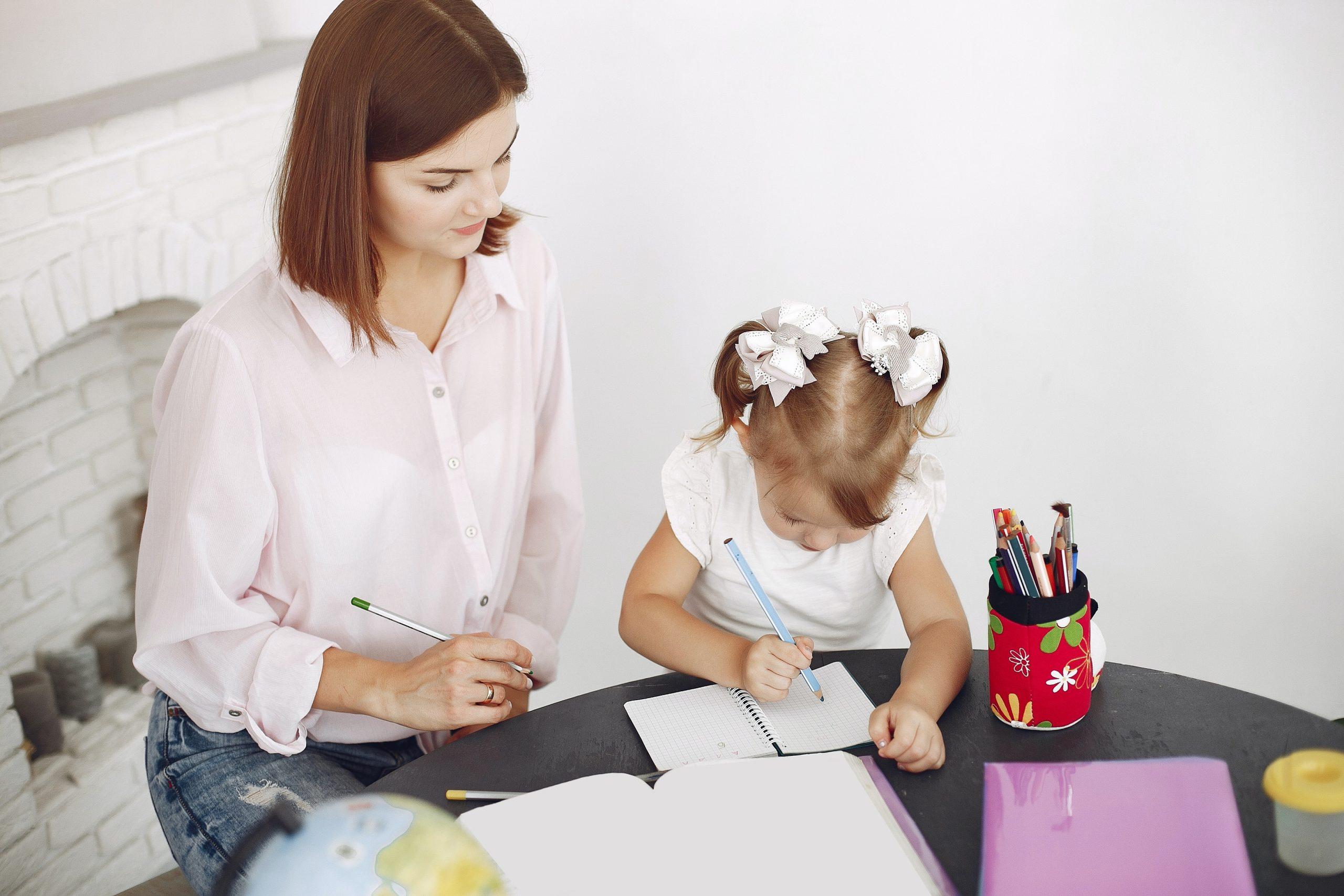 Izobraževalni pristopi za spodbujanje družinske pismenosti